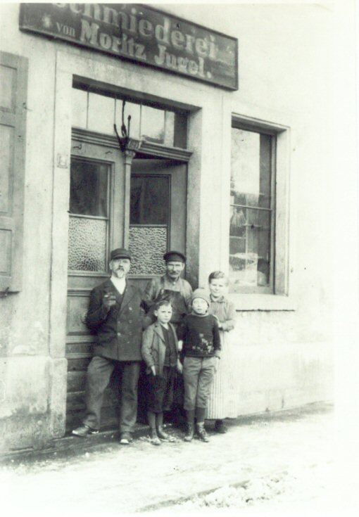 Furchtegott Huettner with his sones in front of a factory door