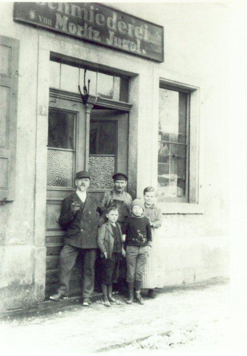 Furchtegott Huettner with his sones in front of a factory door